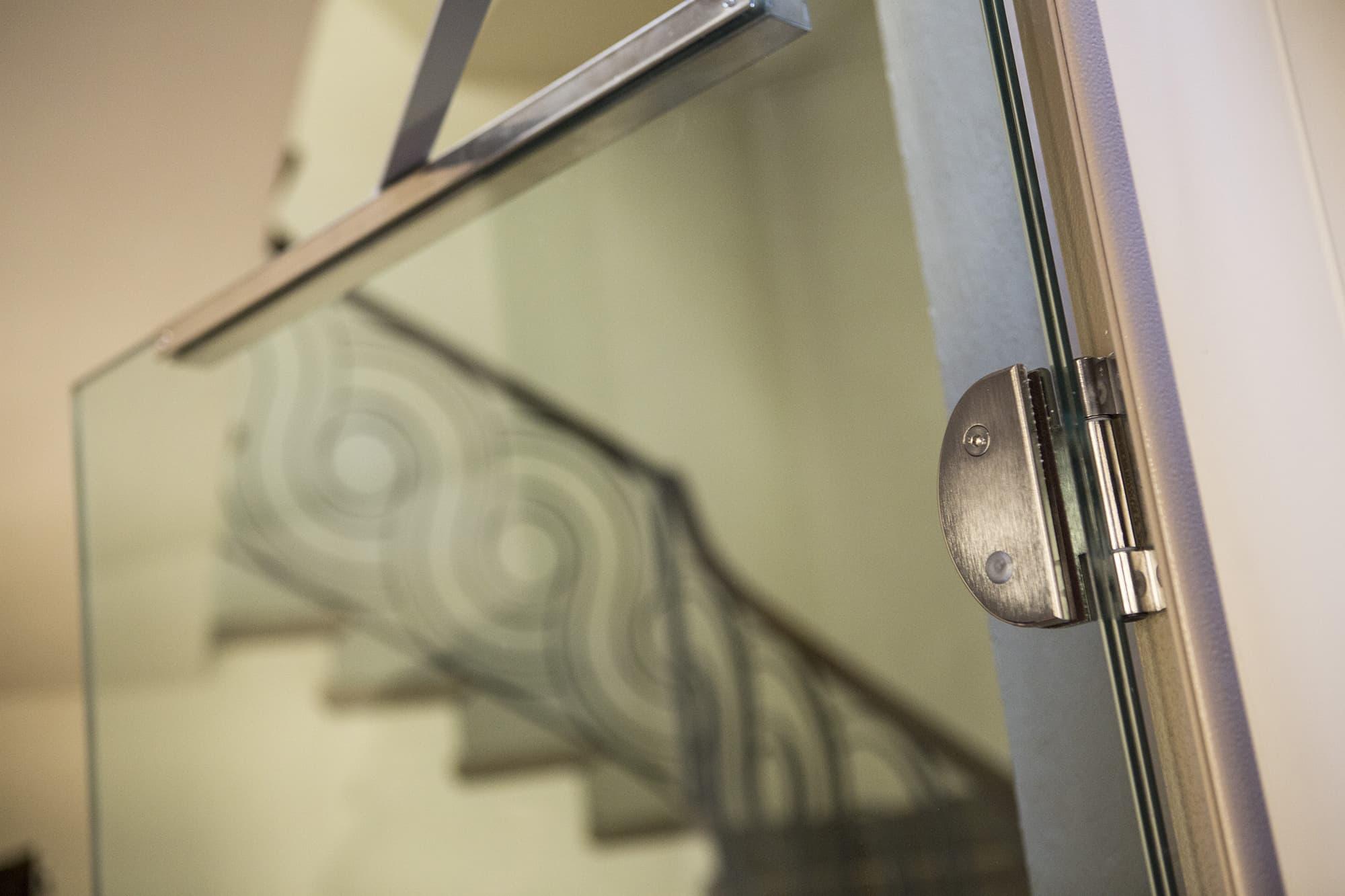 Particolare-porta-battente-full-glass